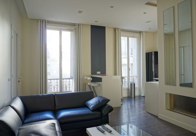 Apartment in Paris ville - rue Lincoln 75008 PARIS - 208079