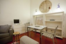 Apartment in Rome - Smart &Private Retreat on Ancient Street