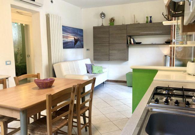 Apartamento en Castiglioncello - Casa Vacanza Trilocale 600 m dal mare P. terra